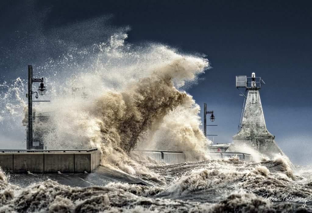 Trevor Pottelberg's award-winning photo of waves crashing into Port Stanley breakwater